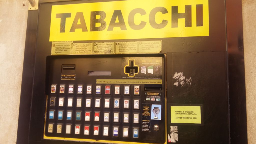 Vrei tigari la Venetia? Au automate pentru iubitorii de tutun