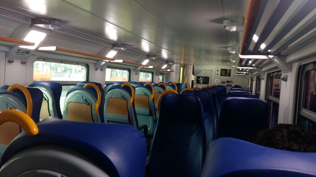 Tren regional, clasa a doua, curat, rapid si lin