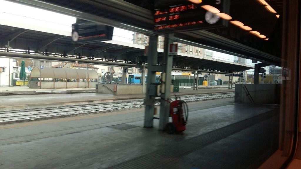Stazione Mestre, 16 linii, acces prin subteran cu lift pentru cei cu multe bagaje sau bicicleta